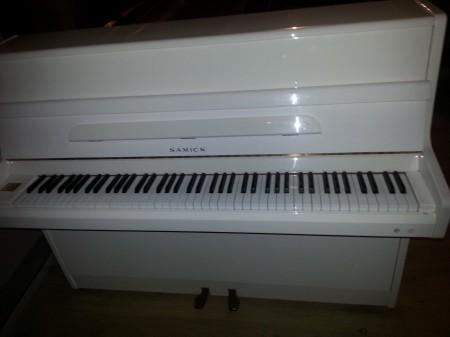 piano_samick_blanc